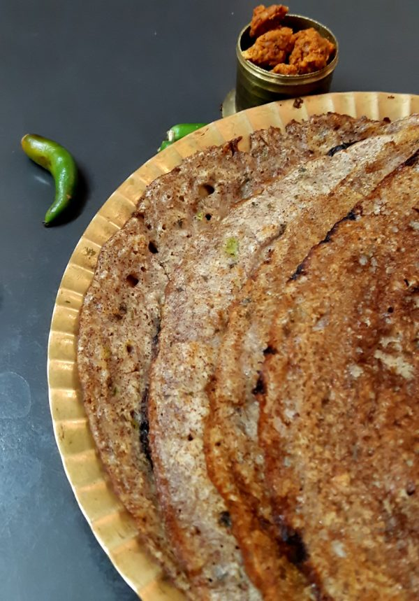 Breakfast is my favorite meal of the day, but every now and then, i wish for a recipe which is healthy, made easily and is not time consuming. This dosa was made by adding things already available in my pantry and voila we had a healthy instant ragi and oats dosa recipe